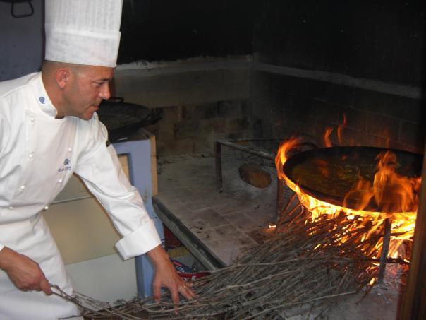 Jose Luis García cocinando