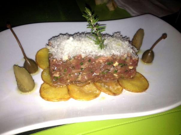 Steak Tartare (350gr) con base de patatitas y nube de queso manchego